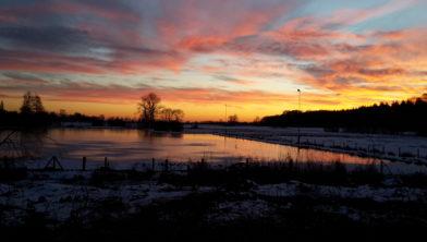 De Renkumse ijsbaan in wording bij zonsondergang