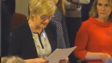 Burgemeester Agnes Schaap en de griffier Joyce Le Comte