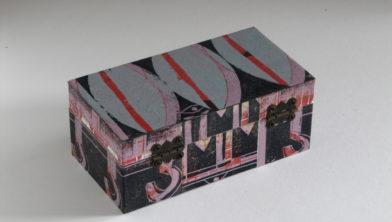 Juwelenkistje, 6 x 8 x15 cm, hout bekleed met afdruk van eigen houtsnede