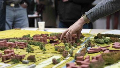 Met een werkmaquette werd getoond hoe gebouwen in het landschap komen