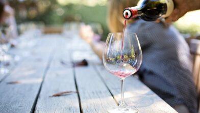 Nog even geduld en het mag weer, een wijntje op het terras