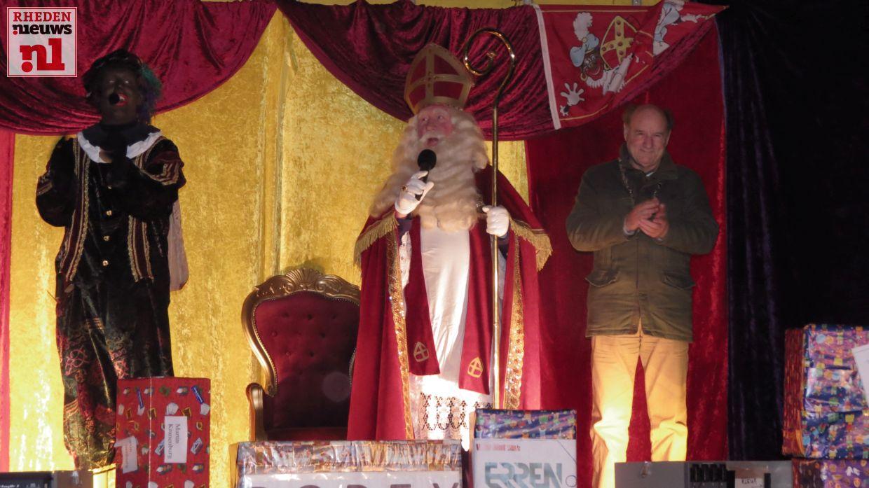 2015-11-21 Intocht Sinterklaas Velp Oranjeplein 011