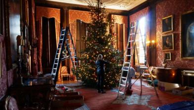 Sjacco En Groenhorst Kleden Kerstbomen Aan In Kasteel Middachten