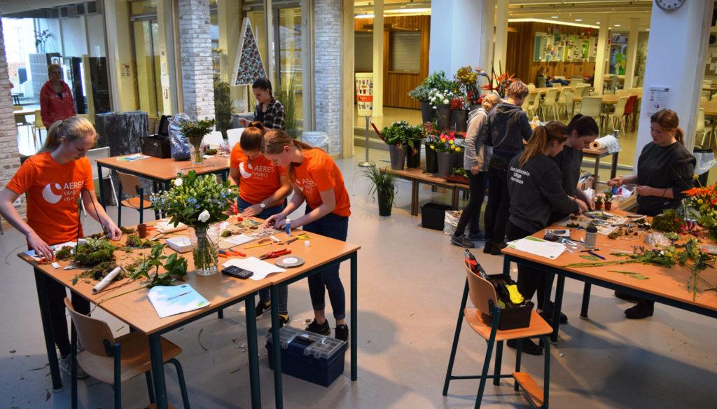 Bo Diesveld, Lynn Hammink en Anouk Hartgers winnen vakwedstrijd Bloem & Design