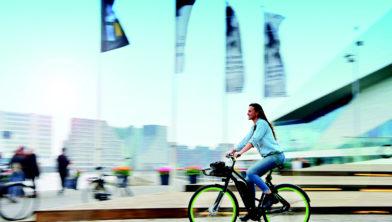 Foto 1 De e-deelfiets is een slimme en schone oplossing voor korte, zakelijke ritten in de stad.