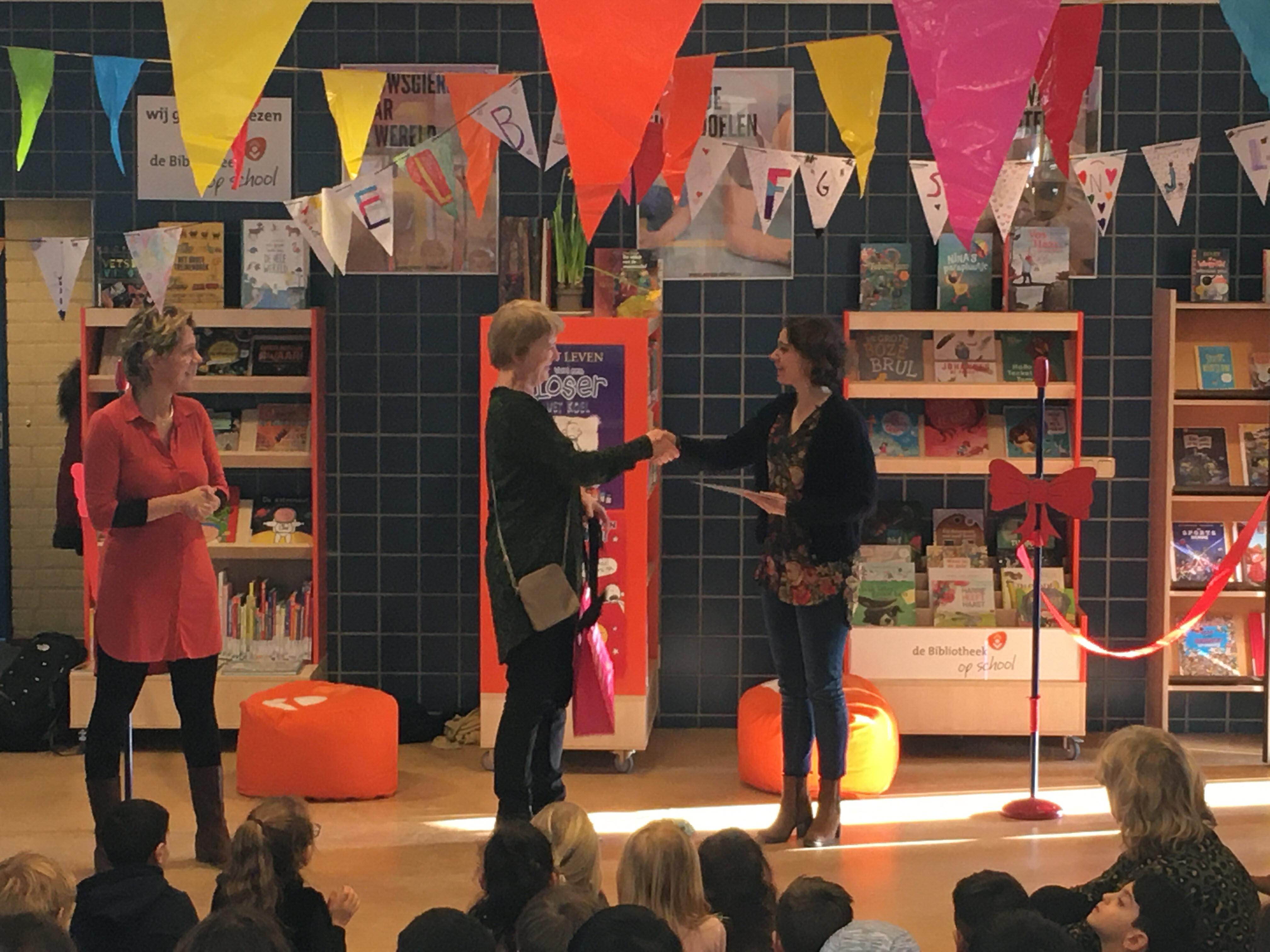 Bibliotheek op Annie MG Schmidtschool Dieren feestelijk geopend - Bibliotheek Veluwezoom