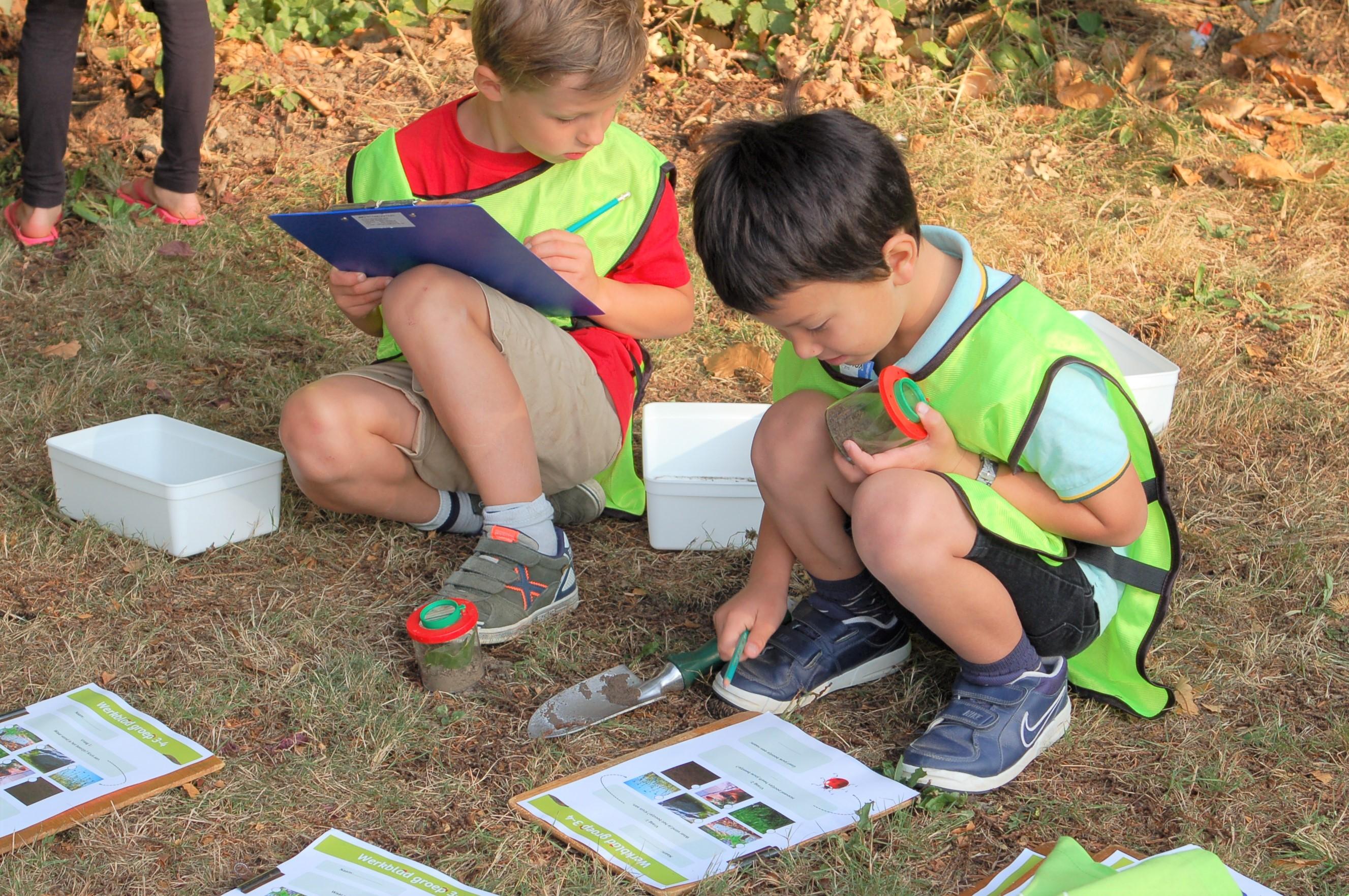 Geslaagde buitenlesdag door IVN Natuurgidsen op Dorpsschool Rozendaal