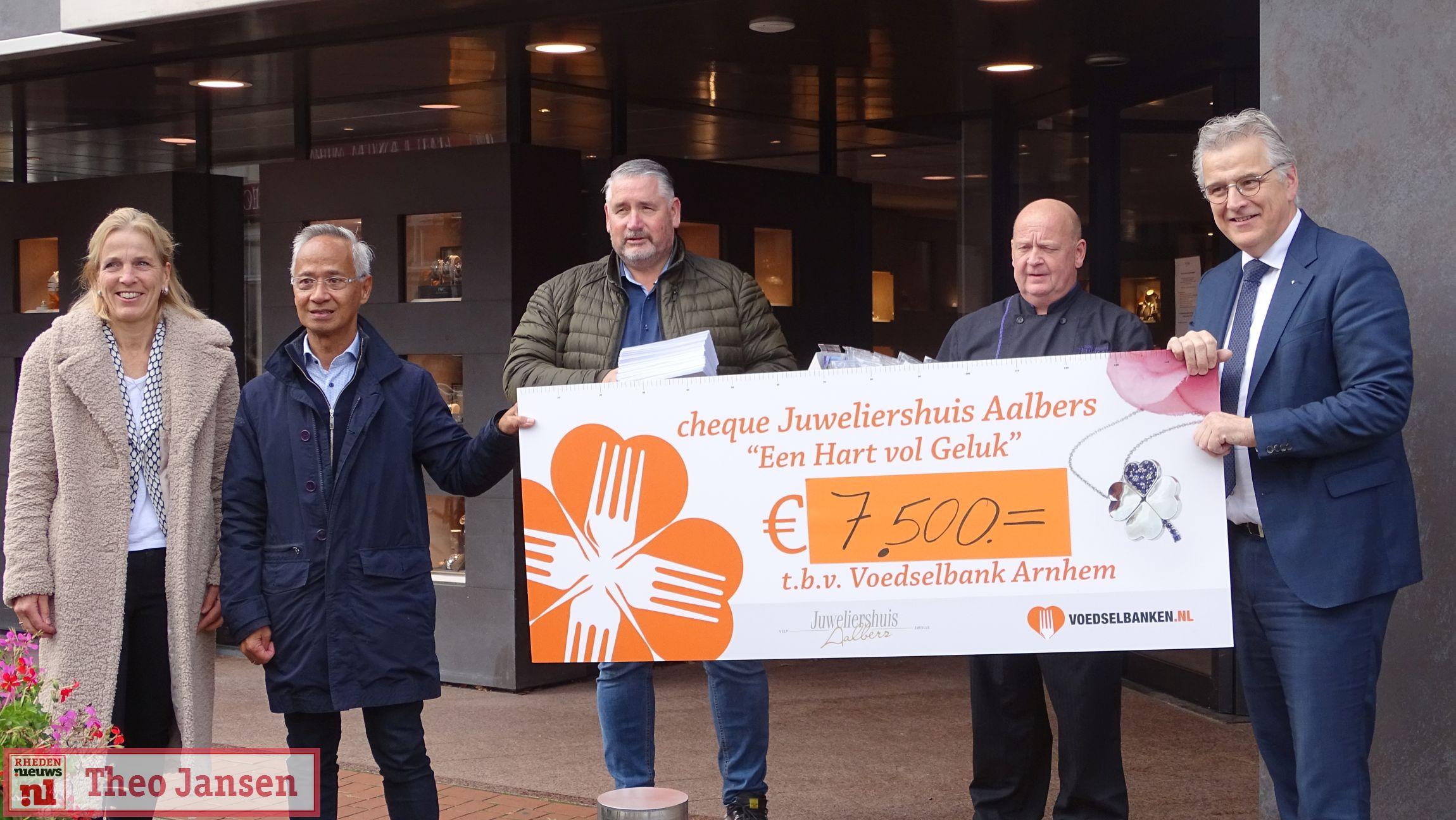 Juweliershuis Aalbers - Uitreiking cheque Voedselbank Arnhem - Rheden Nieuws