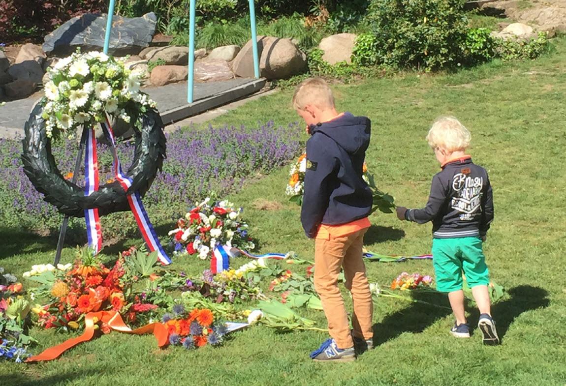 Bloemen leggen 2020 - Dodenherdenking - Comité 4&5 mei Velp