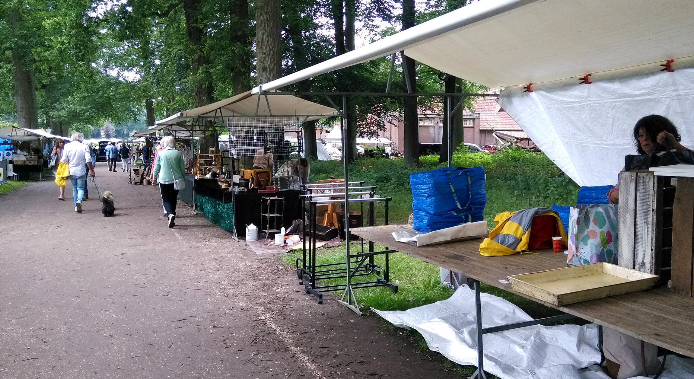 Brocante markt, in combinatie met een boeken en kunstmarkt op Middachten
