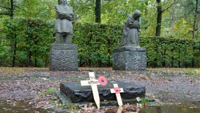 Treurende ouders van Käthe Kollwitz op het Duitse kerkhof Vladslo