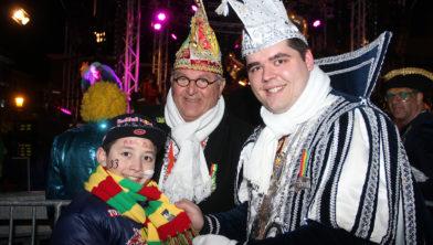 Kenney Palmberg op de foto met vorst Marot Frits I en stadsprins León I