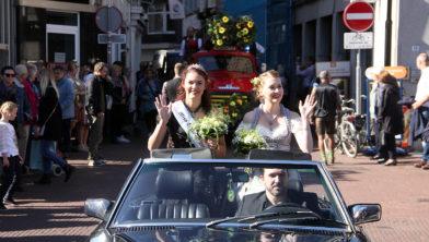 Miss Oktoberfeest 2017 Veerle Savelkoul en haar opvolgster Veerle Smets