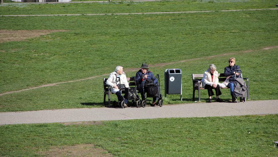 ... even uitpuffen op een bankje in het zonnetje op de schootsvelden, weg van de drukte ...