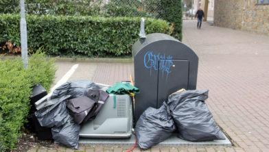 <em>Wekelijks wordt er afval gedumpt in 't Sjteegske in Sittard</em>