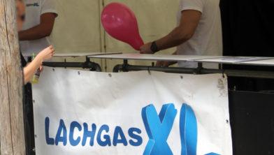 Lachgasverkoop op een festival