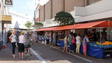 Zaterdagmarkt in de Nieuwstraat en Rosmolenstraat
