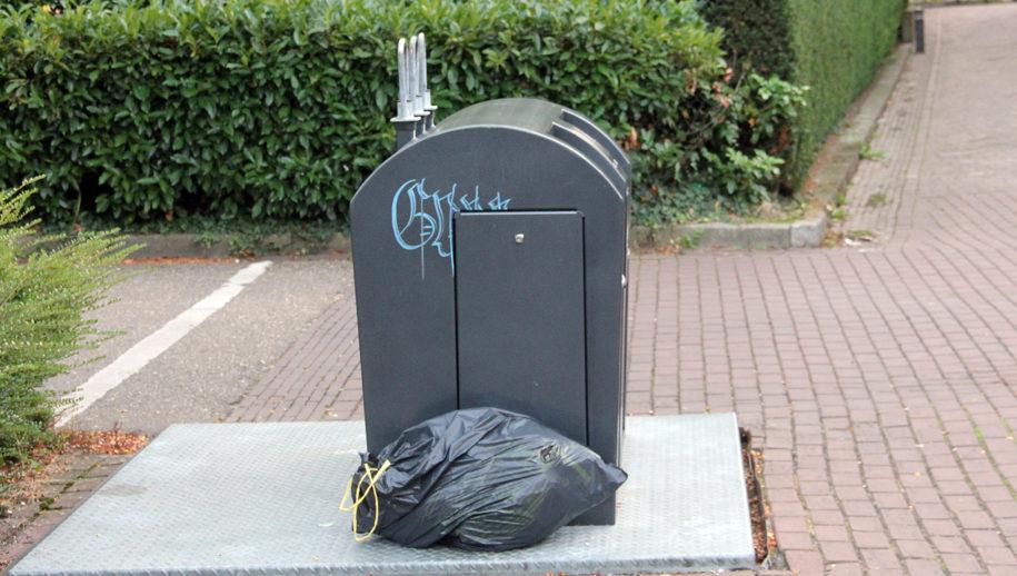 Bijgeplaatst afval in 't Sjteegske