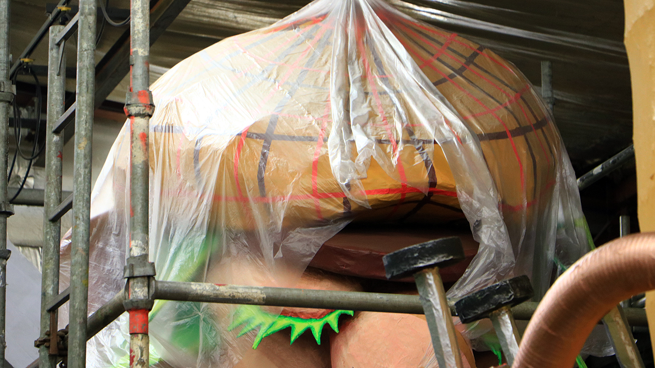 plastic over carnavalswagens