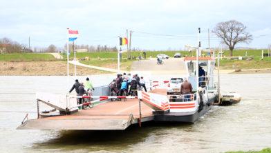 Veerpont over de Maas van Berg aan de Maas naar Meeswijk (maart 2020)