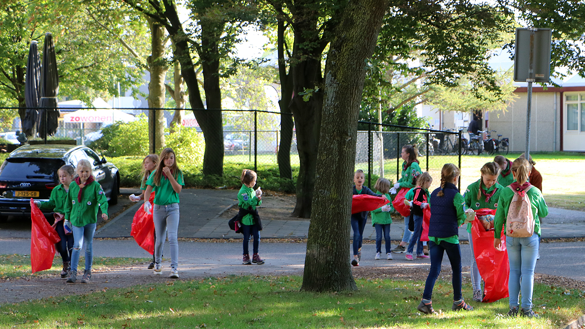 Welpen scouting tijdens World Cleanup Day