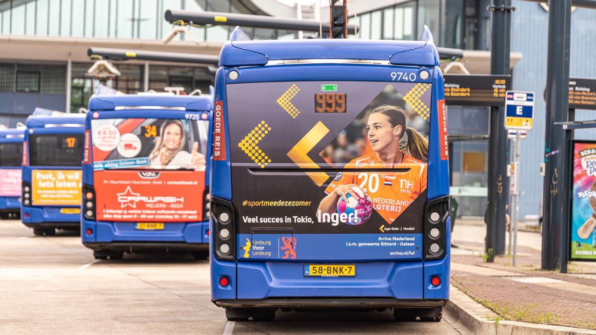 Inger Smits op bus Arriva