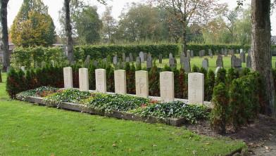 Zeven oorlogsgraven op nieuwe begraafplaats Rouveen