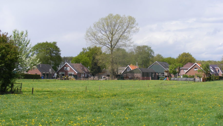 Ingestorte woonboerderij vanaf de Binnenweg