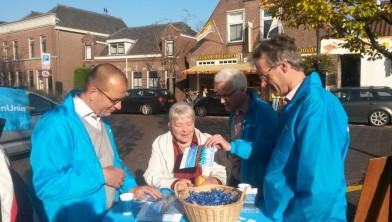 Theo Segers, Ton van Dorp en Arie Slob op campagne in Haastrecht