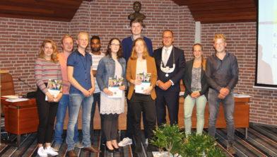 De jongerenraad met burgemeester Segers