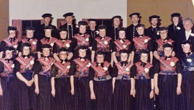 """Hier het koor """"Looft den HEERE"""" tijdens het 40-jarig jublileum"""