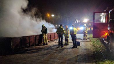 Aan het einde van de nieuwjaarsnacht doofde de brandweer het vuur.