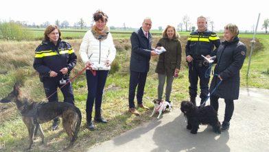 De eerste halsbandjes werden in Rouveen uitgereikt