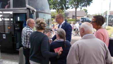 De burgemeester bij de zijspanmotorenrit in 2017