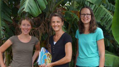 Annemieke Treur, Anneke van Asselt en Irene Swets, veldwerkers in Zambia