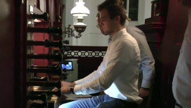 Christian Mussche aan het orgel in Hasselt in 2016