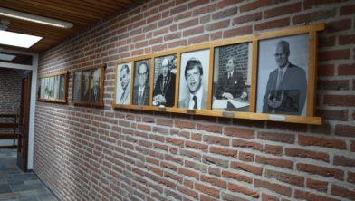 De galerij met portretten van oud-burgemeesters in 2018 (voor het vertrek van Segers).