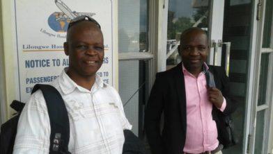 Op het vliegveld van Lilongwe vlak voor het vertrek naar Nederland