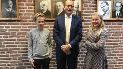 De kinderburgemeesters in 2018 op bezoek in het gemeentehuis