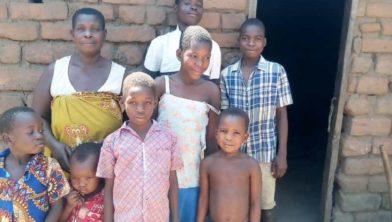 Flora en haar zeven kinderen.