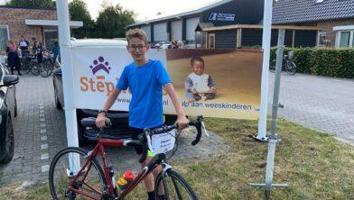 De jongste deelnemer aan de Stéphanos fietstour, Dennis Dunnink (13) heeft 240 km gefietst.