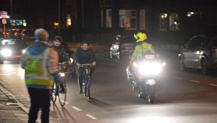 Controle op fietsverlichting door Veilig Verkeer Nederland en ...