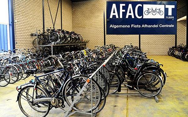 Geruimde fietsen gestald bij afac tilburg
