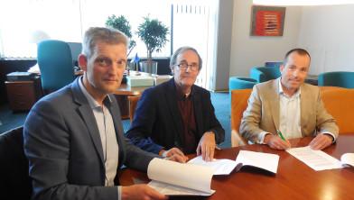 Ondertekening koopovereenkomst Knooperf de Veldboer