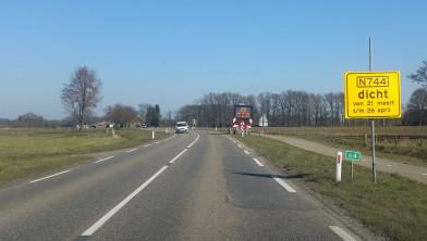De provinciale weg N744 tussen Albergen en Zenderen