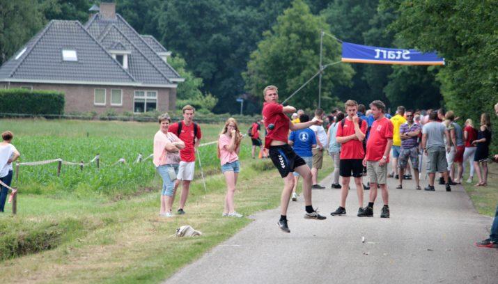 Stef Huiskes (KV Reutum) in actie op straat