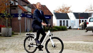 Erik Volmerink op een E-bike