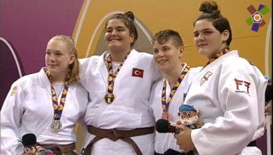 Carmen Dijkstra (links) met de andere prijswinnaars