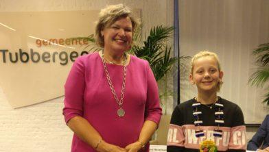 Kristy Geuke met burgemeester Haverkamp