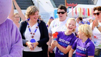 Kristy en burgemeester Haverkamp tijdens de Samenloop voor Hoop in september 2019